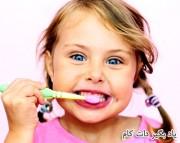 مسواک زدن و استفاده از نخ دندان برای کودکان