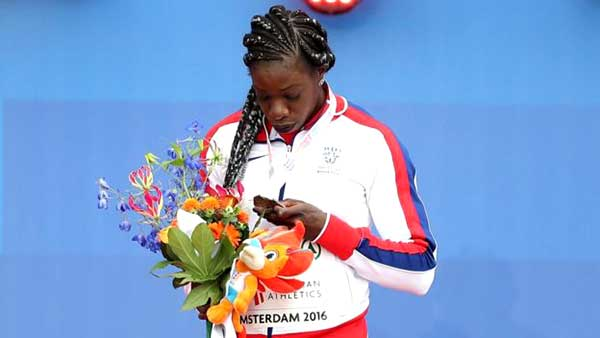 آنیکا اونورا قهرمان دوی سرعت