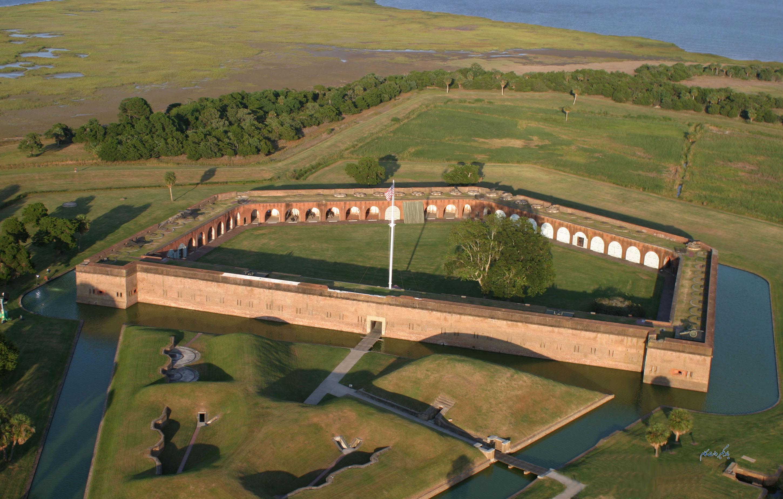 بنای تاریخی ملی دژ پولاسکی در جورجیای آمریکا