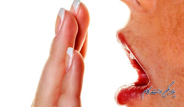 دمیدن بر دست راهی نادرست برای تشخیص هالیتوز