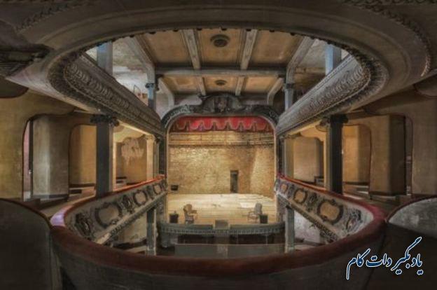 لیندا فان اسلوبه، عکاس این عکس در مورد این سالن تئاتر در بار-لو-دوک فرانسه