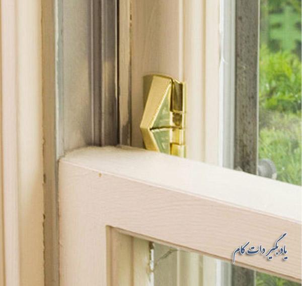 قفل های مناسب پنجره های دوجداره کشویی عمودی: قفل های گوه لولایی