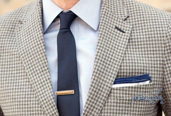 استفاده از کروات با گره مناسب از قوانین صحیح لباس پوشیدن