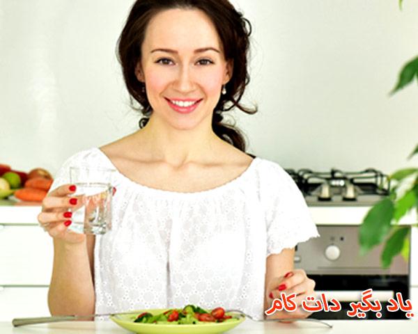 همراه با غذا، مایعات (آب) بنوشید!