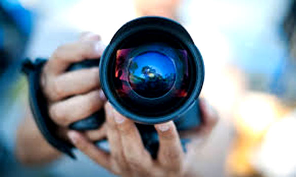 از داخل لنز دوربین نگاه کنید