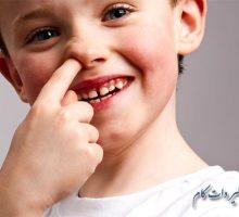 چطور جلوی انگشت در بینی کودکان را بگیریم