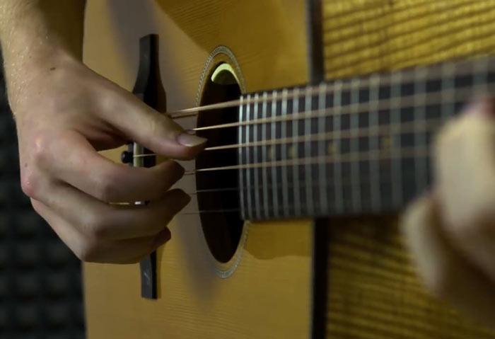 تمرین انگشتان روی گیتار برای آهنگ معروف متالیکا