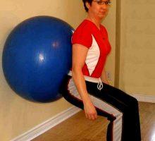 اسکات با توپ روشی برای لاغری ران ها