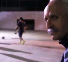 فوتبالیست گریم کرده مردم را سرکار می گذارد