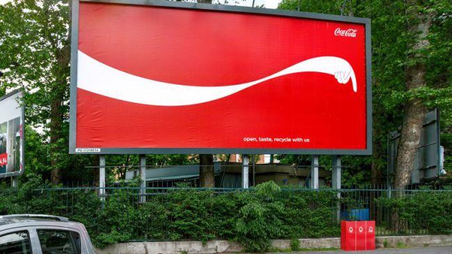بیلبورد تبلیغاتی کوکاکولا تبلیغ پروموشن فروش