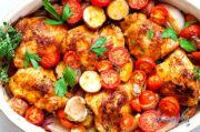 خوراک مرغ و سبزیجات با سس قرمز